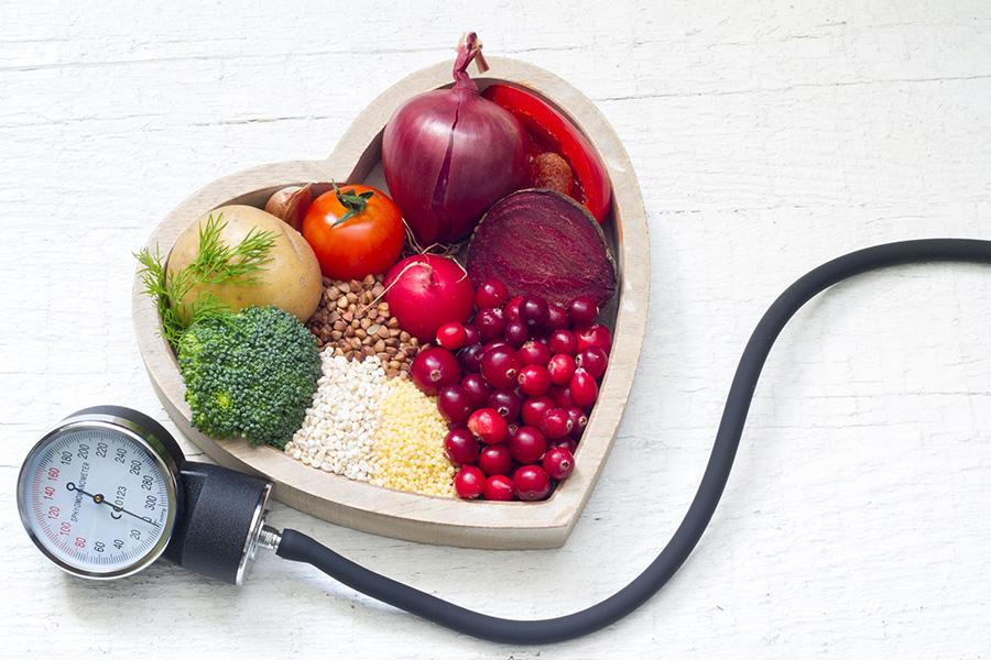 ¿CÓMO DEBE SER LA DIETA DE UNA PERSONA CON HIPERTENSIÓN?